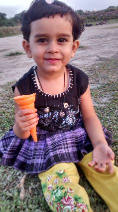 Chesta Khulbe Enjoying Ice-cream